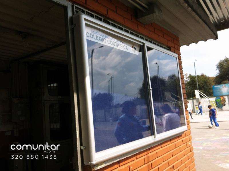 cartelera con vidrios para colegio distrital en bogota vista lateral